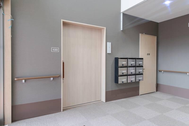 100号室兼管理人室 部屋前居室番号含む