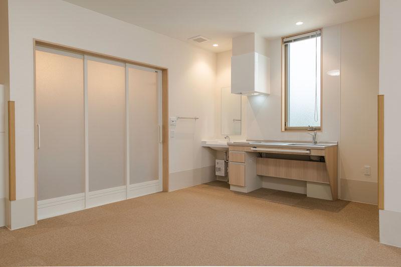201号室-キッチン 浴室 入口