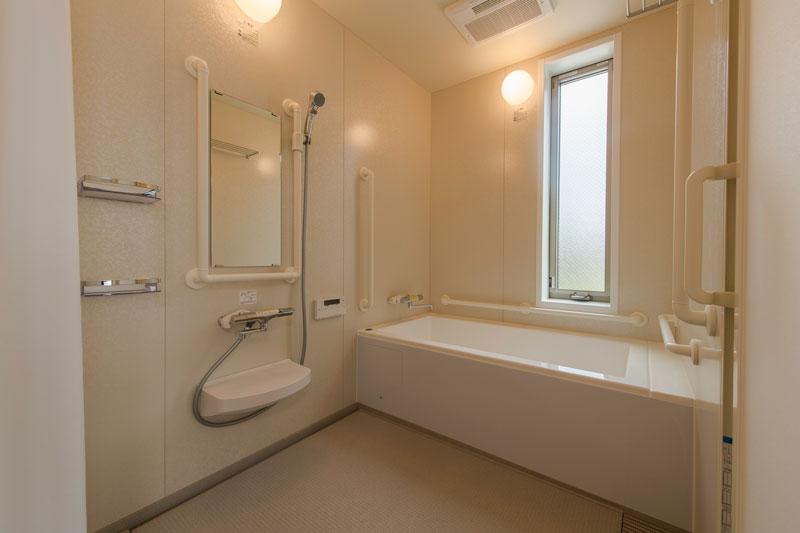 201号室-浴室